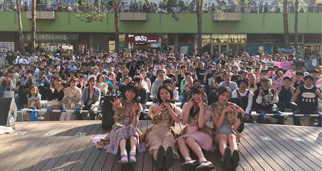 東京女子流・非公式で世界記録達成!! 9周年を迎えるデビュー日にフリーライブで新曲「光るよ」17回連続歌唱!!