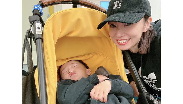 """鈴木亜美の""""育児あるある""""投稿に同世代の母親達が共感! 「#体操終わると数時間で爆睡」"""