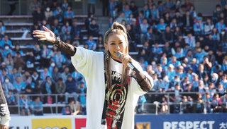 倖田來未が、サガン鳥栖の試合に登場!『Bring It On~GOLDFINGER 2019メドレー』を披露し「ちょー昂りました!」