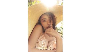 Niki、田中みな実に続いて写真集の重版決定。Instagramにセクシーなビキニ姿を公開中!