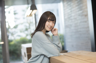 前島亜美 アイドル卒業から3年「舞台が好きなんです。」 主演舞台『バレンタイン・ブルー』の見どころとは?