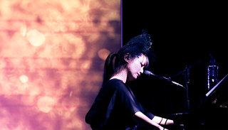Twitterでの演奏動画が話題の大塚 愛、自身初の楽譜付きピアノ弾き語りアルバム『Aio Piano Arioso』発売!収録曲全曲のライブ映像も公開!