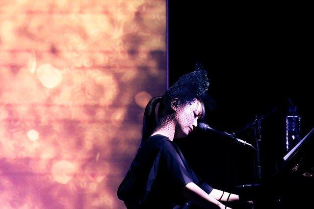 大塚 愛、未発売の最新ライブ映像を公開!最新ツアーから初のホールツアーまで、新旧ライブ映像を公開中。