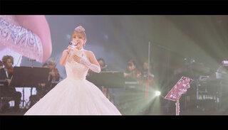 浜崎あゆみ、代表曲「SEASONS」のライヴ映像をイッキ見!! 歴代ライヴで歌唱された「SEASONS」10本ぶっ通し動画をYouTubeにて配信!