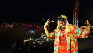 DJ KOO 日本一の星空の下でDJプレイ。ソーシャルディスタンスを取ったファン1000名が熱狂