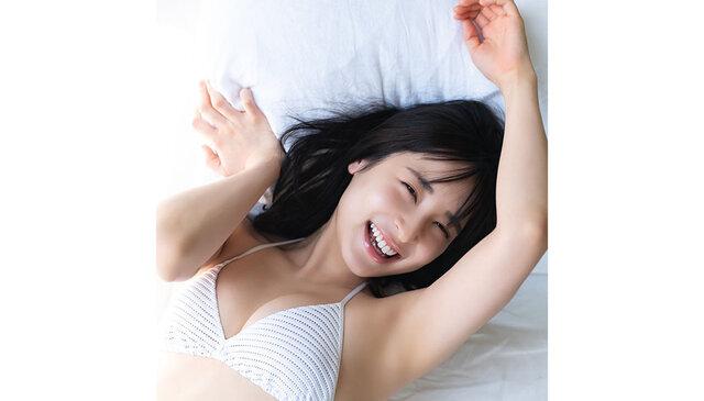 女優の中﨑絵梨奈が週刊プレイボーイのグラビアに登場! セクシー美ボディで大人の色気を披露!