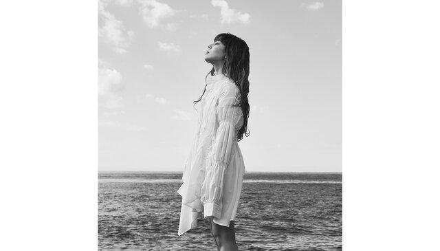 FAKYのAKINA、自身初作詞作曲。ダメだとわかっていても依存してしまうイケない恋を描いた「Gravity」をMVと共にリリース!