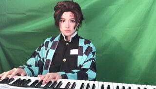 セクシーすぎるピアニスト・高木里代子、人生初の男装で「竈門炭治郎のうた」ピアノカバーを公開