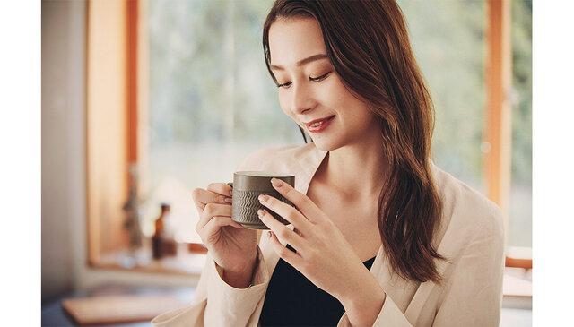 モデルのNikiが、ヘルシーな美ボディを披露! 「C COFFEE」の新CMにNikiとSKY-HIがW出演!