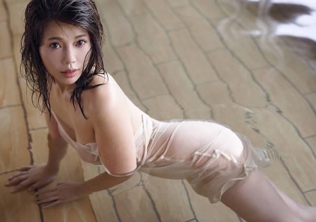 住谷杏奈が12年ぶりの入浴シーン&ランジェリー姿の未公開セクシーカットを公開!