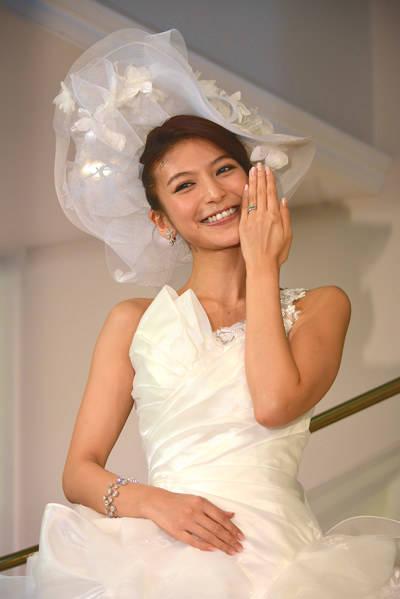 「10年純愛婚」を実らせた大石参月。結婚発表会見で入籍報告!!  「ブライダル親善大使」にも任命!?