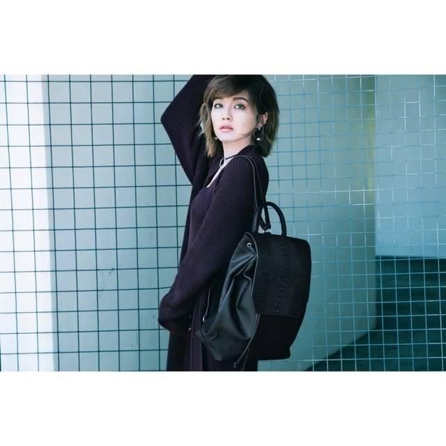 """大人っぽくスタイリッシュに!宇野実彩子と西田有沙の""""リュックサック""""ファッション。"""