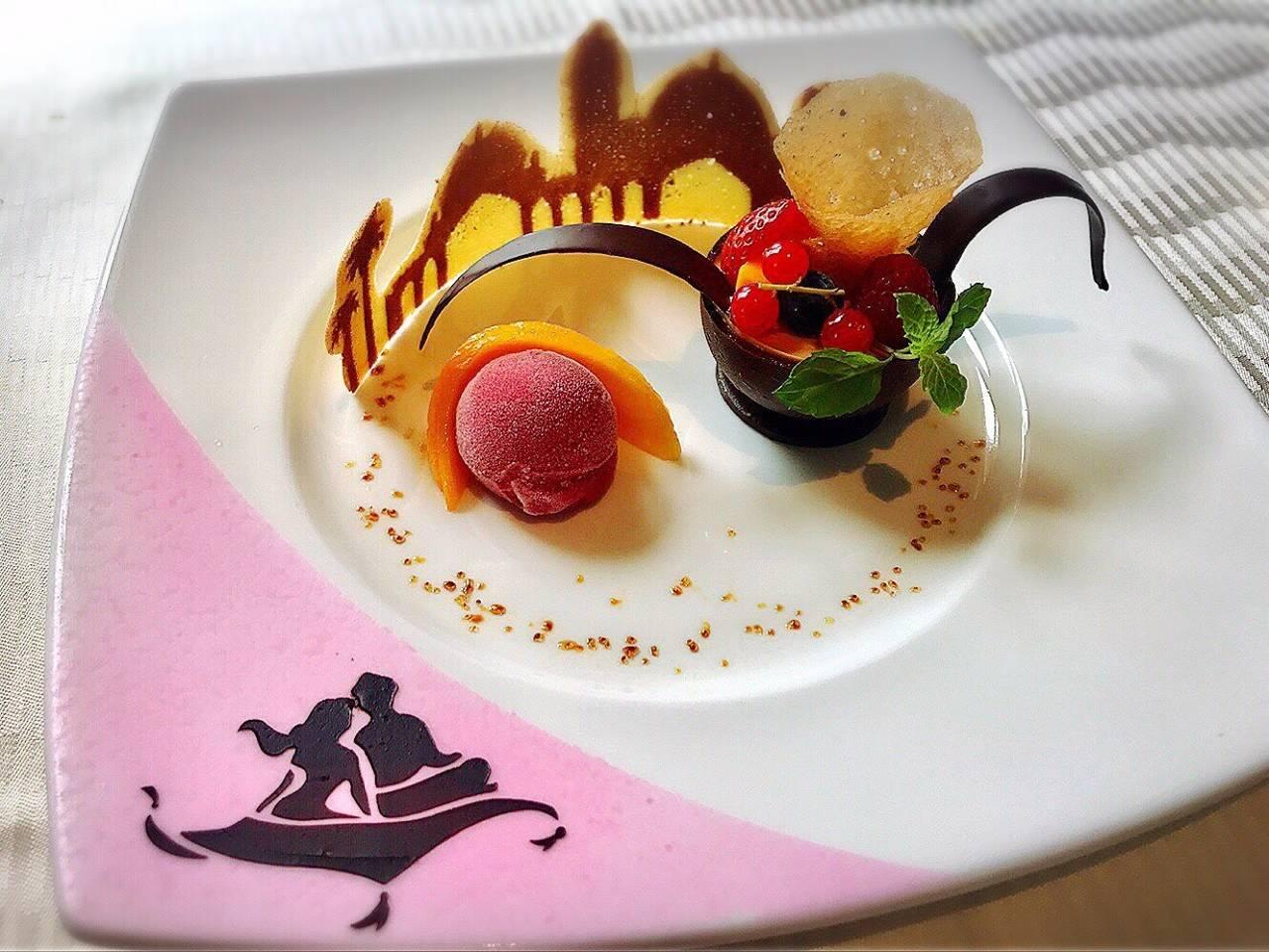 ミラコスタでは、ひとりあたり 15,700円〜26,000円(税込)の コース料理が用意されています(^ω^) 結婚式