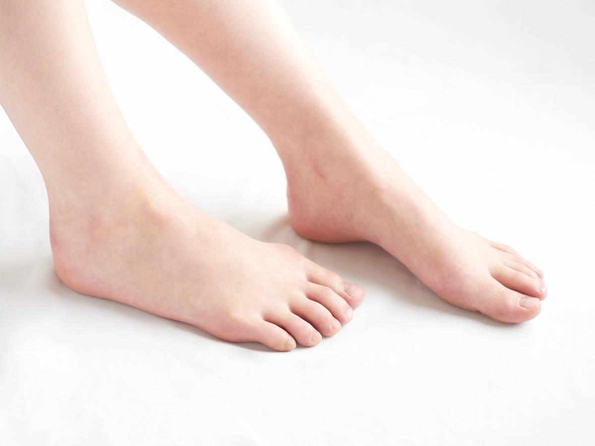 足が臭い】靴や靴下、パンプスを脱いだときに気になる足の臭い! 女性 ...