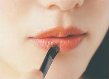 ---5. 唇はきちんと塗り