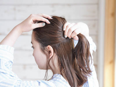 ---【1】耳ラインで髪をとる
