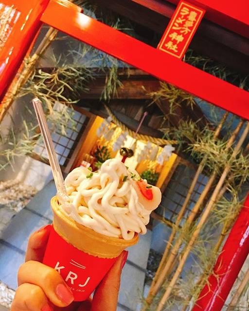 "kyoko.w on Instagram: ""GWに見つけた.. . 【ラーメンアイス😳🍨🍜】 . うっすら醤油味です...。💁♀️🍦笑 . #福島 #福島カフェ #アイス  #喜多方 #喜多方ラーメン #ラーメンアイス #ラーメン神社 #ラーメン女子 #gw #私のgw #読モ #歯科衛生士 #会津 #japan…"" (185770)"