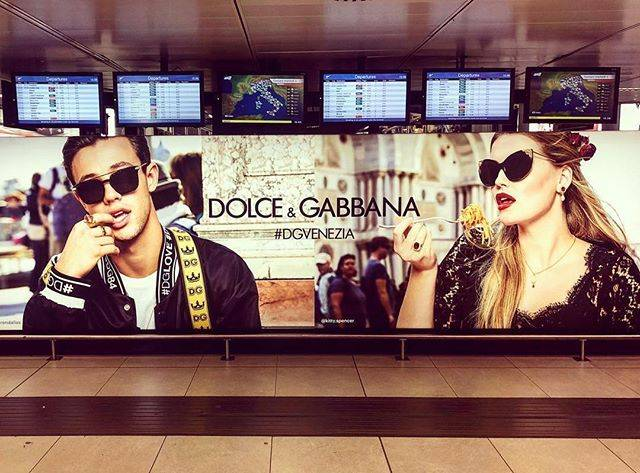 Kitty SpencerさんはInstagramを利用しています:「#Repost @alessandromariamorelli ・・・ MILANO LINATE ✈️💥♥️ @dolcegabbana SS18 CAMPAIGN w/ @camerondallas @kitty.spencer shoot by…」 (219161)