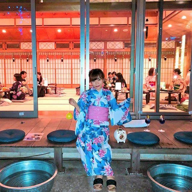 "Emily on Instagram: ""プリンスパークタワー東京の期間限定で オープンしているsuzumushicafeへ🍹 . 浴衣レンタルして着付けしてもらった👘💕 着たかったピンクの浴衣がもうなかったから 派手派手を選んでみた😂 . 畳の上でドリンクや軽い食事を食べてまったりしたり…"" (256914)"