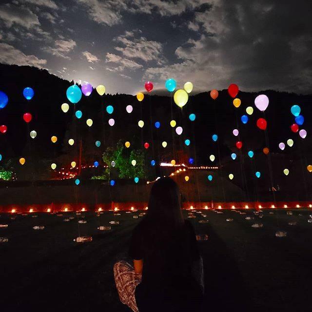 """Hiromi  Tomii on Instagram: """"昨日京都で今日福井県。 携帯壊れて、昨日までのすべてのデータが消えました😢😢 #福井 の#朝倉氏 の#一乗谷#城跡 で#万灯籠  #風船 が素敵やった😆🎶 #唐門 #japan #fukuijapan#ライトアップ#旅行好きな人と繋がりたい #ジェットスターで成田…"""" (269481)"""