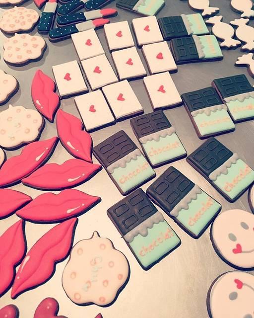"""パティスリーブーケ on Instagram: """"* 今年もバレンタインは高島屋さんに出店させてもらいます◎ それに伴い店舗はテイクアウトのみの営業となっております。 どうぞよろしくお願いします。 #patisseriebouquet  #パティスリーブーケ #icingcookies  #アイシングクッキー…"""" (391078)"""