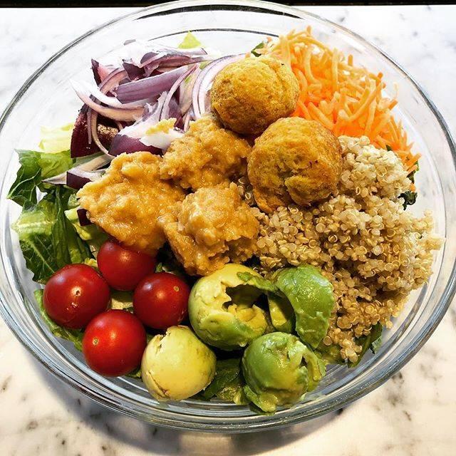 "CITRON on Instagram: ""🍋😎 オーダーメイドサラダ!グルテンフリー、ヴィーガン、お好きなトッピングを選べます。ウーバーイーツ、持ち帰り、店内も出来ます。ボナペティ! 🍋☺️ At #citron_tokyo, you can make your own salad with your favorite…"" (453845)"