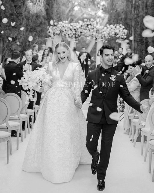 "Sophie Turner on Instagram: ""Mr and Mrs Jonas  Photo by @corbingurkin"" (510012)"