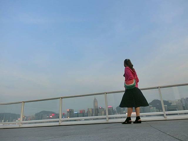 """旅猿69 on Instagram: """"#アガる香港#香港69 オーシャンターミナルデッキ。  だんだんと自撮りが上手になってきました。  そのかわり。 荷物重い。  カメラ3個持ちや。 でもどれも気に入っているし、用途が違うから、外せない。  そして新しいカメラ欲しくなる。…"""" (532386)"""