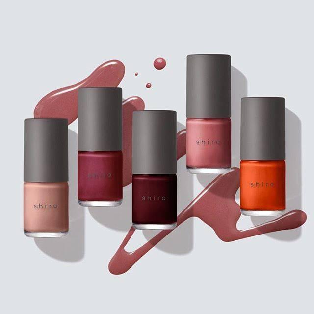 """SHIRO on Instagram: """"【発売中/亜麻ネイル】 爪を健やかに保つアマニ油をベースに配合した亜麻ネイル。 爪先をあたたかみのある大人の色に彩る新色5色が登場。 表情豊かなアレンジをお楽しみいただけます。  2018/9/6(木)発売 ■亜麻ネイル(新色5色/全15色) 2,400円+税…"""" (591499)"""