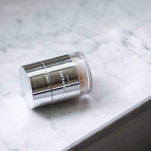 """Make↗︎Kitchen [メイクアップキッチン] on Instagram: """"⠀ 待望のフェイスパウダーが10/16(水)より Cosme Kitchen・Make↗︎Kitchenにて発売スタート! ⠀  しっとりと透明感のある肌へ導く 軽いつけごごちのフェイスパウダー、ついに登場です💐 ⠀…"""" (595782)"""