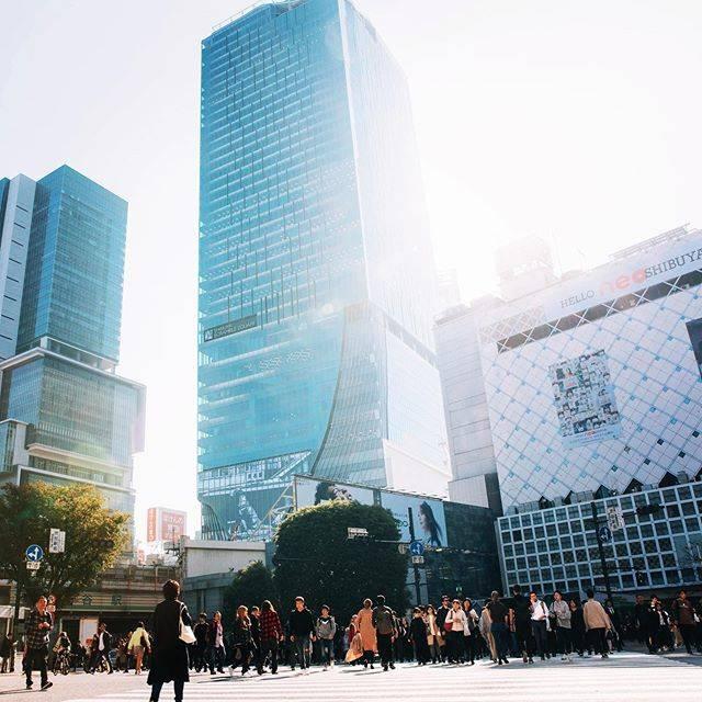 """渋谷スクランブルスクエア(公式) on Instagram: """"渋谷スクランブルスクエア、本日オープンいたしました。  2019.11.1 GRAND OPEN.  #渋谷スクランブルスクエア #shibuyascramblesquare #渋谷駅 #スクランブル交差点 #shibuyastation #shibuyacrossing…"""" (605301)"""