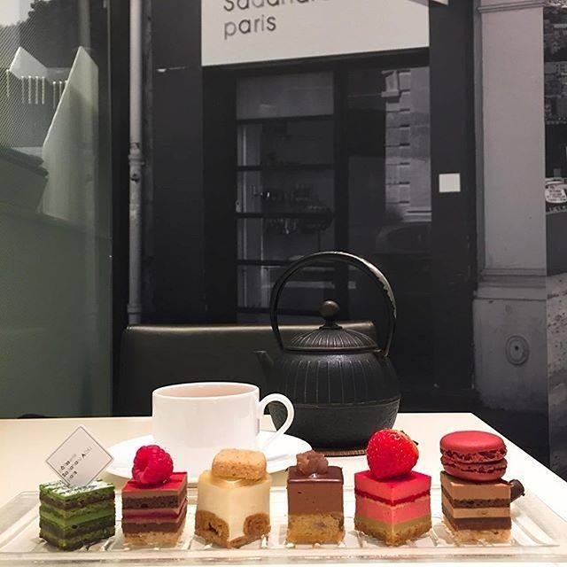 """pâtisserie Sadaharu AOKI paris on Instagram: """"色々なケーキを楽しみたいあなたに… . こちらの素敵なお写真は @candy_sweets120 さんが投稿してくださいました、サダハルアオキのサロンでお楽しみいただける「デギュスタシオン」。 人気のケーキを一口ずつ味わえる贅沢なセットです。…"""" (656880)"""