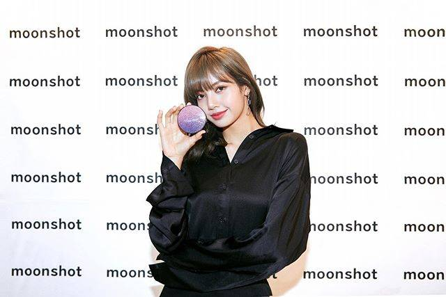 "moonshot 문샷's Instagram photo: ""#Repost @lalalalisa_m ・・・ moonshot 19新款紫色星空气垫 @moonshot_korea #moonshotxlisa #moonshot #correctfitcushion #문샷 #마이크로코렉트핏쿠션 #리사쿠션 #코렉트핏쿠션 #리사…"" (708244)"