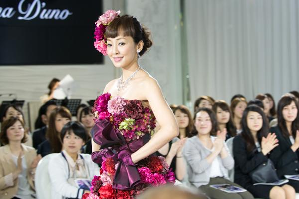 e7423955e4b1a 神田うのデザインのウエディングドレスがHappy感あふれすぎて胸キュン ...