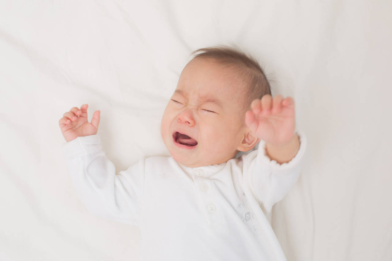 夜泣きする0歳の赤ちゃんがいるママに知ってほしい原因と対策
