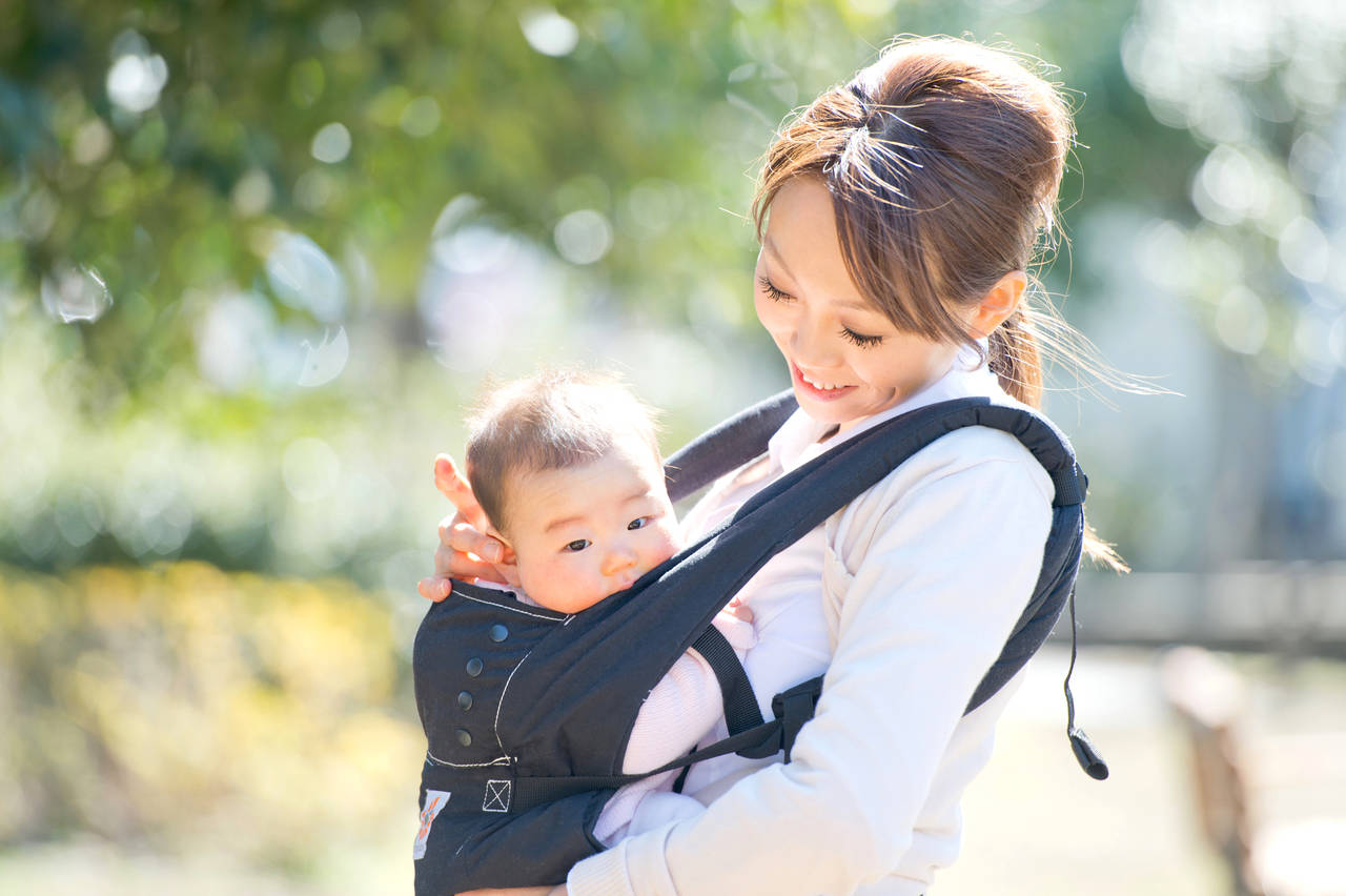乳児との散歩はいつからできる?場所選びやメリットと注意点