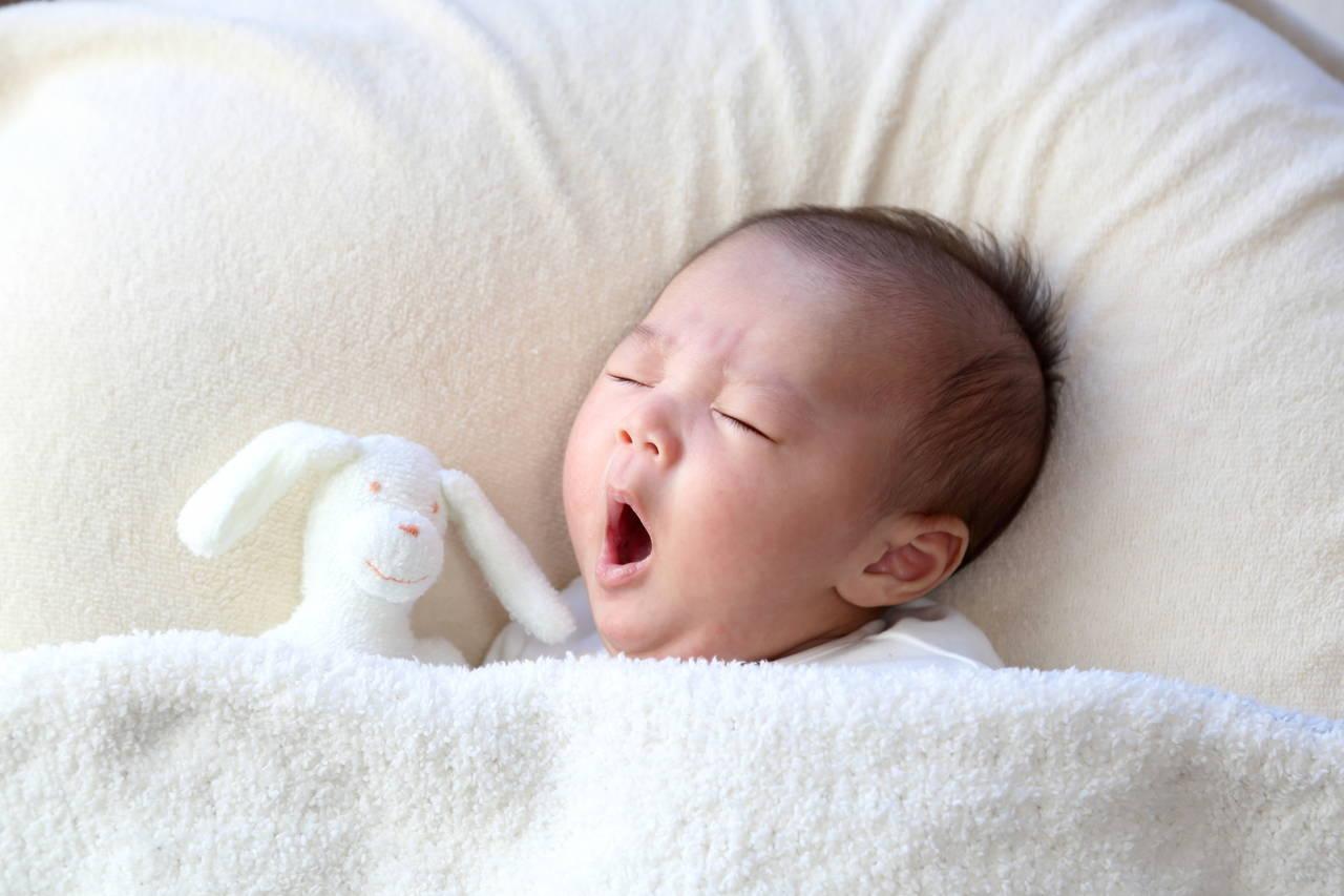 乳児の睡眠時間はどれくらい?睡眠時間と発達の関係を知ろう