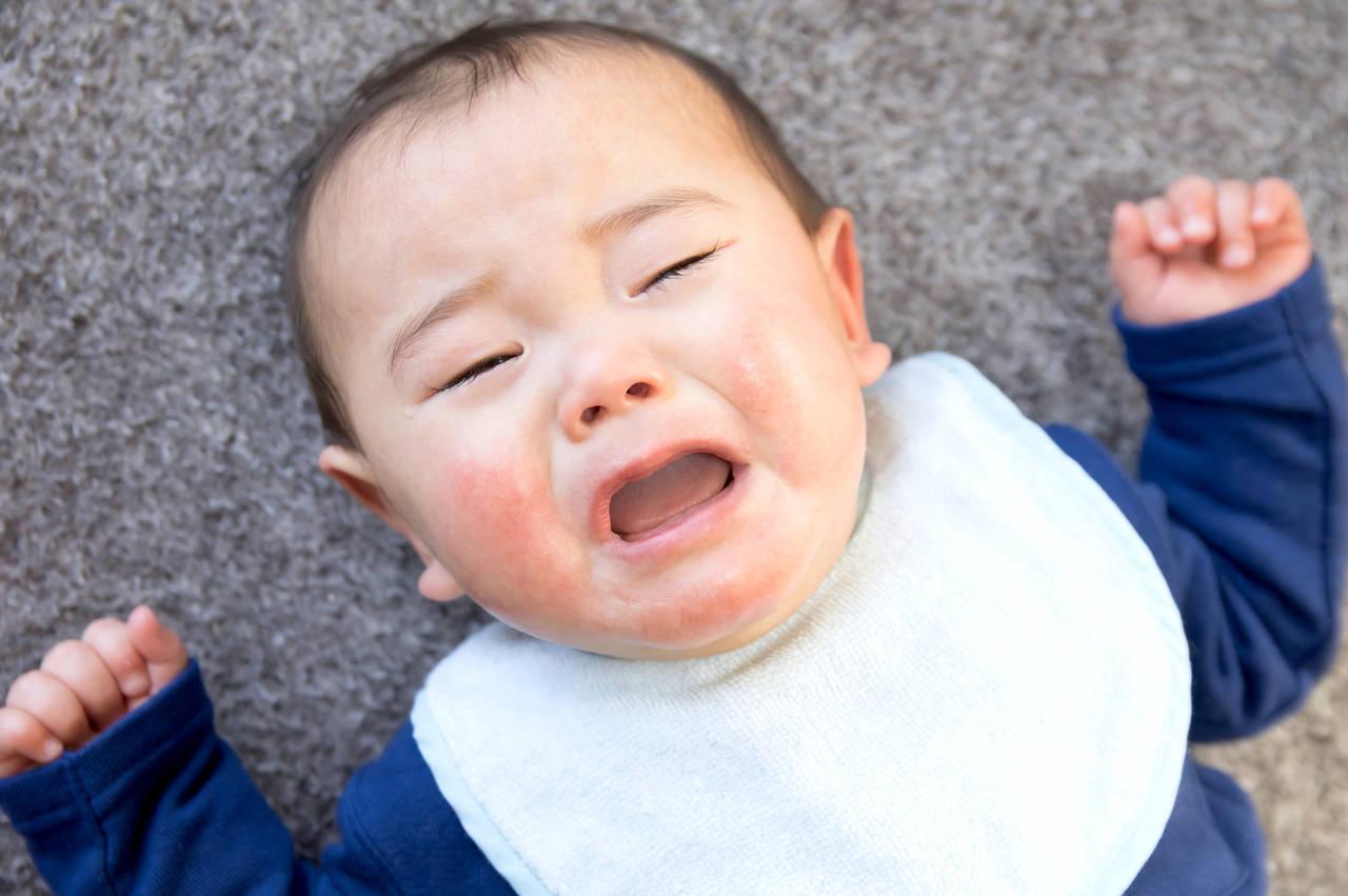 乳児がぐずるのはどうして?ぐずる原因と対処方法を知ろう!
