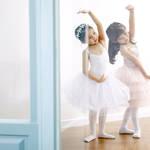 子どもに人気のバレエ。習うメリットや費用、各教室の特徴とは