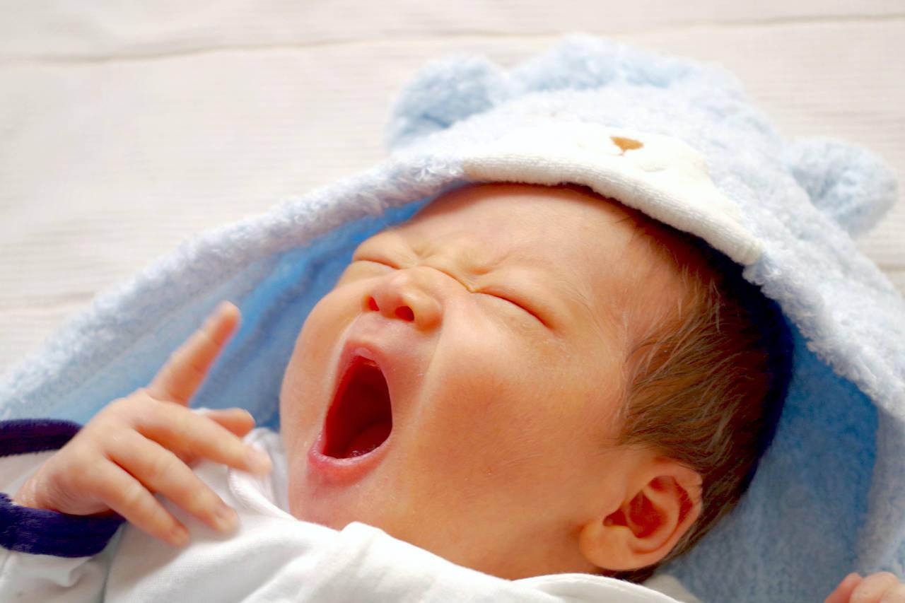 気になる乳児の寝言。知っておきたいその原因と対策