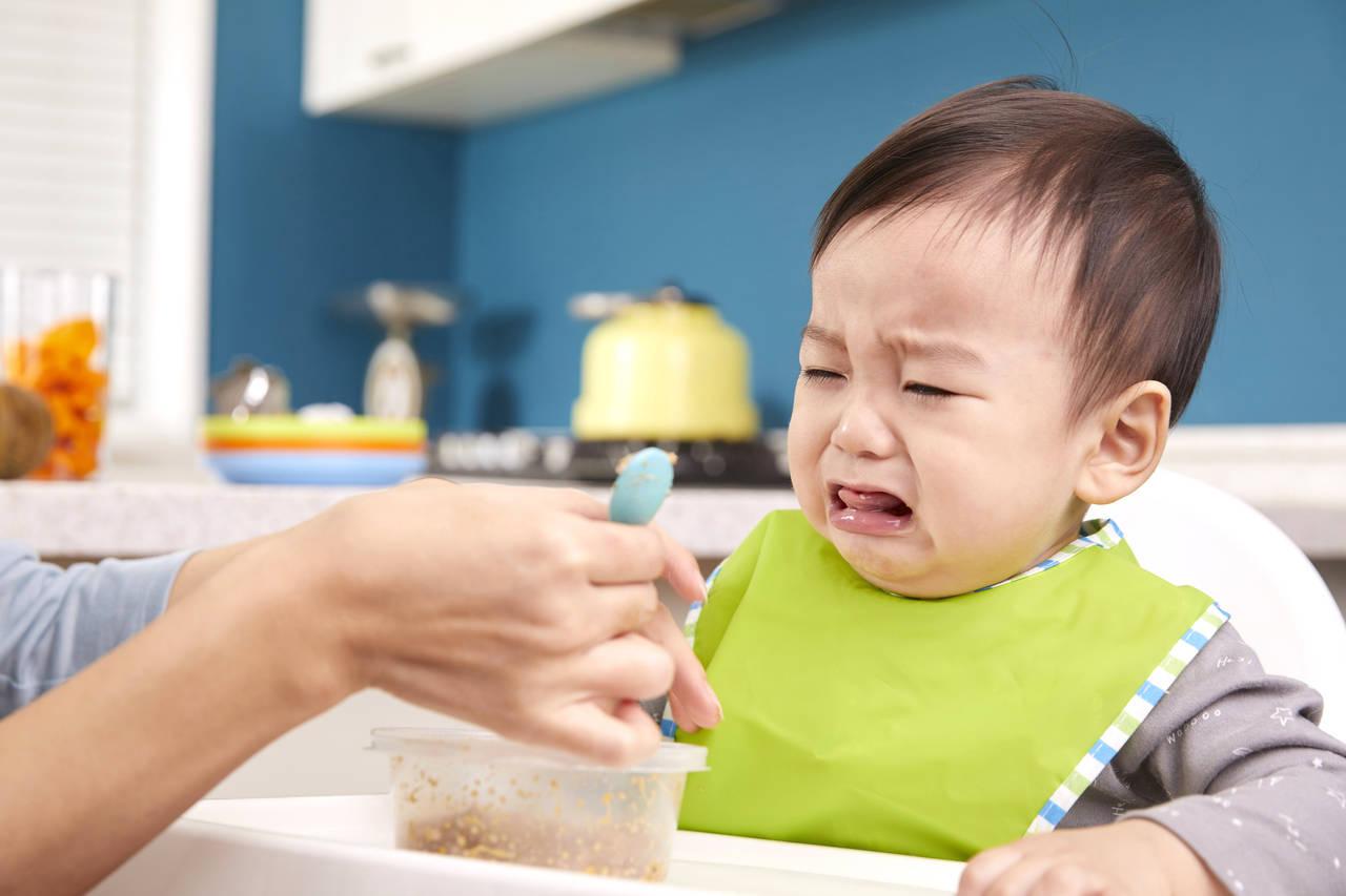 離乳食を食べてくれない。不安になる前に原因と工夫をしてみよう!