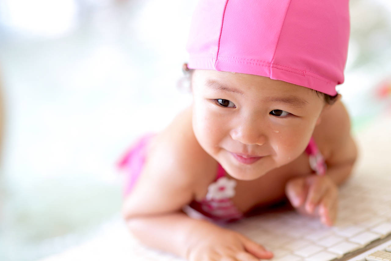 子育てにベビースイミングを取り入れよう。気になる効果と注意点