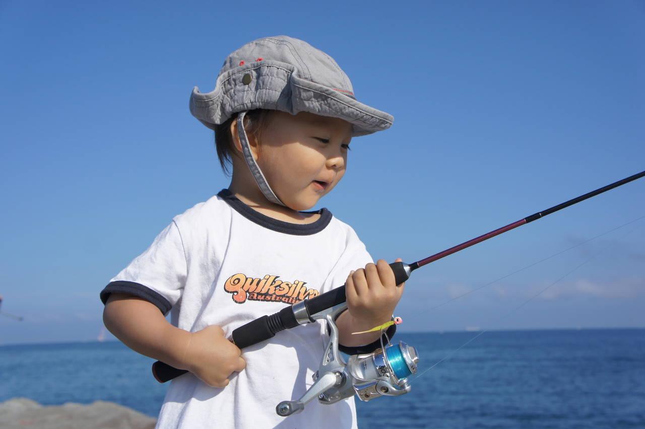 子どもと一緒に楽しい釣り!行く際に必要な持ち物や現地での注意点