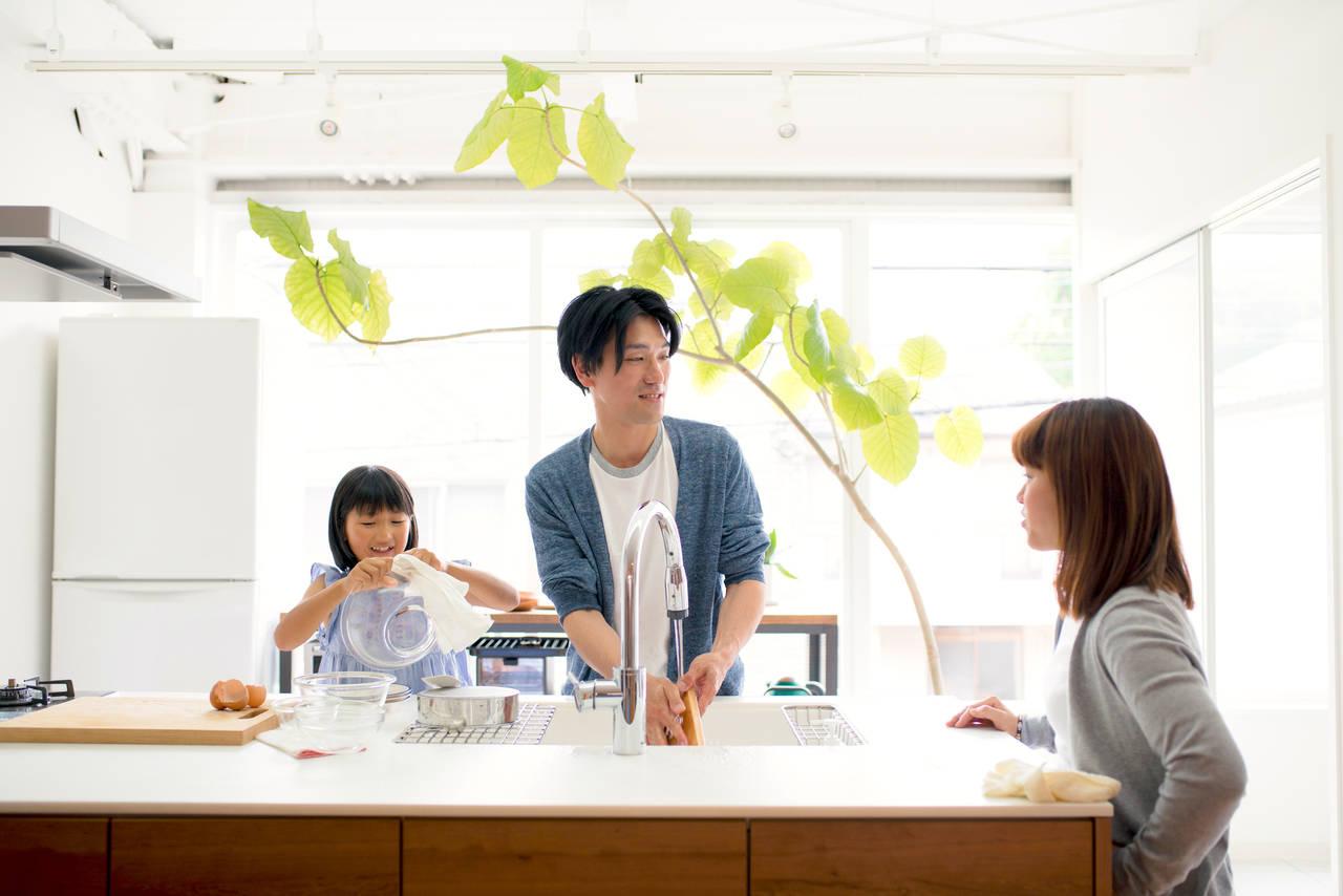 夫も家事に参加してほしい。共働き夫婦の円満な家事分担の方法とは