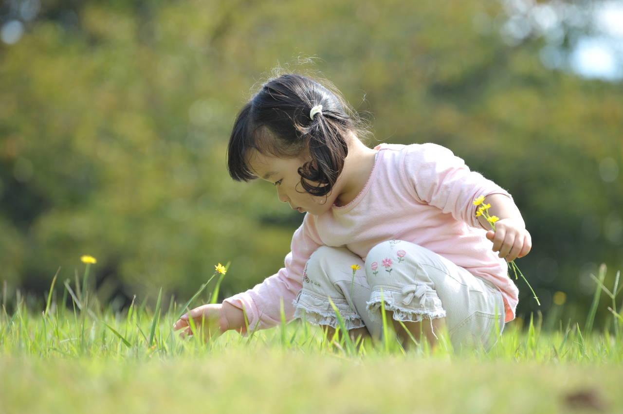 1歳の女の子の平均身長を知りたい。発育状況や伸びない原因と対策