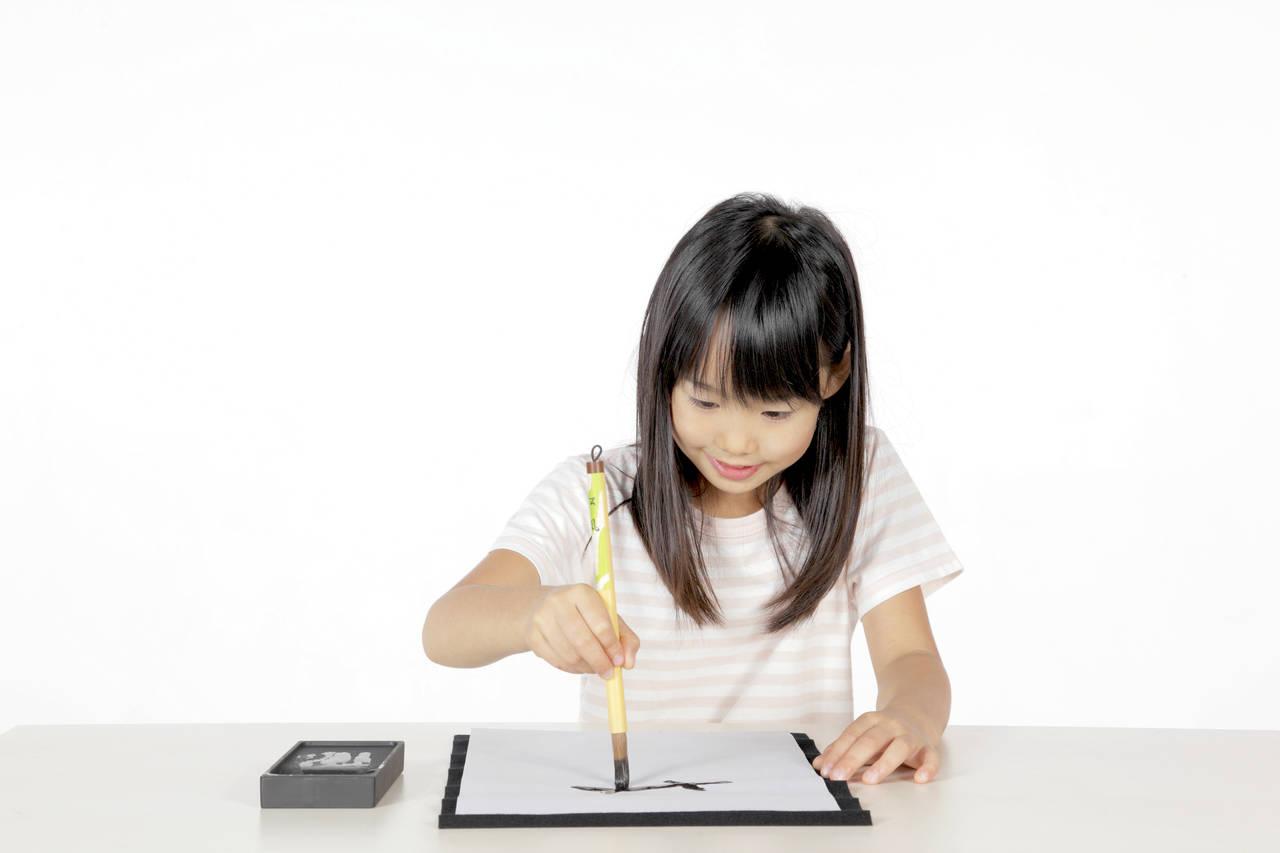 子どもを習字教室に通わせたい。必要な道具や経費と習字のメリット