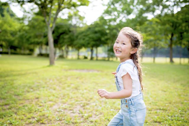 幼児期運動指針が大切な理由とは?ポイントや年齢別の遊び方を紹介 - teniteo[テニテオ]