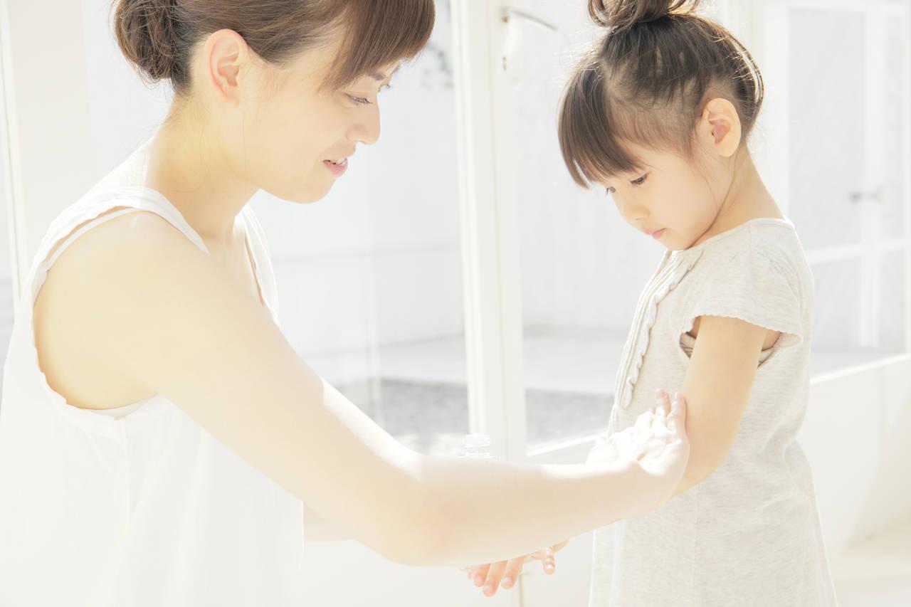 子どもの乾燥は肌トラブルのもと!環境の見直しと保湿ケアで肌を守る