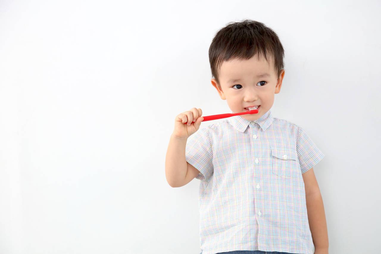 幼児期の虫歯の原因とは?正しい歯磨きと生活習慣で健やかな歯へ