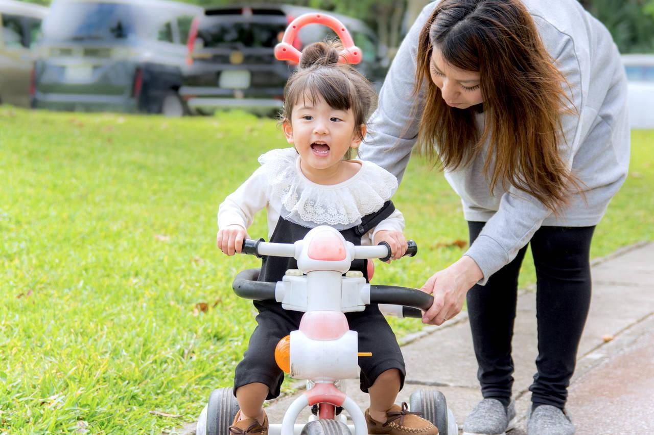 子どもが三輪車を使うのはいつから?選び方やメリットとデメリット